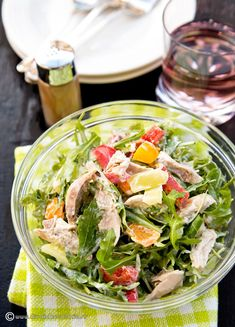 salata-cu-pui-si-dressing-de-lamaie-si-iaurt Healthy Meal Prep, Healthy Salad Recipes, Healthy Eating, Good Food, Yummy Food, Family Meals, Cobb Salad, Carne, Food And Drink