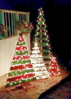 Wood Pallet Projects DIY outdoor wooden pallet Christmas trees with lights - Christmas Decorating Hacks - Christmas Decorating Hacks that save time and money. Easy DIY and craft ideas with pictures included! Decoration Christmas, Noel Christmas, Winter Christmas, Christmas Ornaments, Whimsical Christmas, Simple Christmas, Homemade Christmas, Christmas Recipes, Christmas Tree Yard Art
