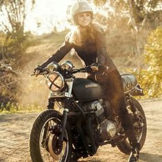 I absolutely am keen on what these folks did with this personalized Biker Love, Biker Style, Cool Motorcycles, Vintage Motorcycles, Lady Biker, Biker Girl, Ducati Cafe Racer, Cafe Racer Girl, Moto Bike