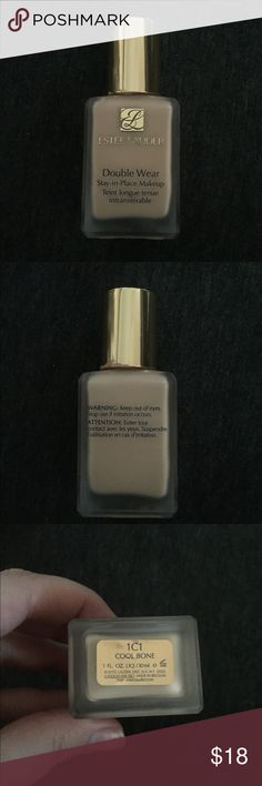 1C1 Cool Bone Double Wear Foundation This is a bottle of foundation in the color 1C1 by Estée Lauder. This bottle looks to be about just under half full. Estee Lauder Makeup Foundation