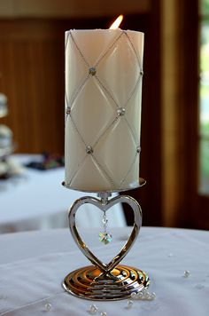 How do you utilize suspended candles? Great ideas for wedding events, incidents, generating astonishing center pieces. Unity Candle Holder, Candle Art, Christmas Candle Decorations, Floating Candle Centerpieces, Hanging Candles, Homemade Candles, Candlemaking, Beautiful Candles, Center Pieces