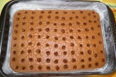 Jednostavni puding kolač s rupama Sheet Pan, Bread, Pizza, Cake, Food, Gardening, Basket, Tailgate Desserts, Mulches