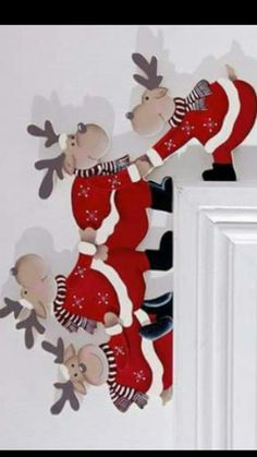 khevga Christmas Door Decoration Funny - Tumbling Moose for Door Frames Wooden Christmas Crafts, Paper Christmas Decorations, Christmas Crafts For Kids, Xmas Crafts, Christmas Signs, Felt Christmas, Christmas Projects, Christmas Holidays, Christmas Ornaments