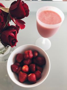 #morning #strawberries #roses Strawberries, Panna Cotta, Roses, Canning, Random, Tableware, Ethnic Recipes, Food, Dulce De Leche