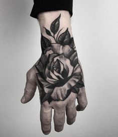 29 Ideas For Tattoo For Guys Rose Hand – Tattoo! – 29 Ideas For Tattoo For Guys Rose Hand – Tattoo! Sunflower Tattoo Sleeve, Sunflower Tattoo Shoulder, Sunflower Tattoo Small, Shoulder Tattoo, Rose Tattoos, Leg Tattoos, Flower Tattoos, Arm Tattoo, Fist Tattoo