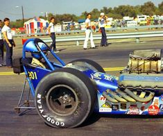 Big Ford motor in a time when dirty was cool. Nhra Drag Racing, Auto Racing, Top Fuel Dragster, Classic Race Cars, Drag Bike, Truck Engine, Speed Racer, Vintage Race Car, Drag Cars