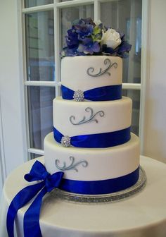 Love this except the bow and the diamanté. Keep the ribon simple and flush to the cake and this one would be great.