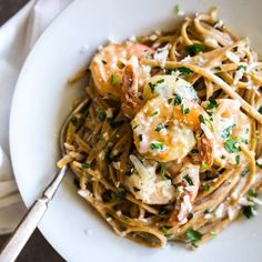 Garlic Butter White Wine Shrimp Linguine – Pinch of Yum Garlic Butter White Wine Shrimp Linguine! Whole wheat linguine noodles tossed with parmesan, parsley, and shrimp sautéed in garlic butter sage white wine! Seafood Dishes, Pasta Dishes, Seafood Recipes, Pasta Recipes, Dinner Recipes, Cooking Recipes, Healthy Recipes, Linguine Recipes, Pasta Food