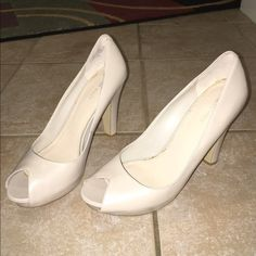 PRICE DROP $23 NINE WEST PEEP TOE HEELS NINE WEST BONE LEATHER PUMPS WITH PEEP TOE N 3 INCH THICK HEELS N 1/2 INCH PLATFORMS EXCELLENT CONDITION SIZE 8.5M Nine West Shoes Heels