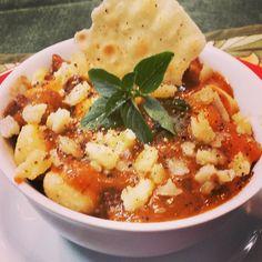 Gnocchi de polenta feito em casa um dia desses, numa noite fria de inverno, acompanhado de um bom tinto! Amo!