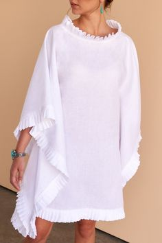 One style, two ways. This divine white linen pleated short kaftan gives you the option to wear as a dress or top. Fácil Blanco is proudly designed and tailored in Dubai from Italian linen. African Fashion Dresses, African Dress, Fashion Outfits, Gothic Fashion, Fashion 2017, Fashion Women, White Kaftan, Traje Casual, Kaftan Style