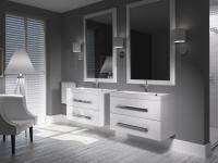 Umiejętnie dobierając meble do łazienki możemy poprawić zarówno funkcjonalność, jak i estetykę naszego wnętrza. Double Vanity, Bathroom Lighting, Mirror, Furniture, Home Decor, Bathroom Light Fittings, Bathroom Vanity Lighting, Decoration Home, Room Decor