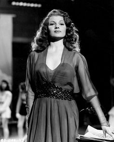 Rita Hayworth studio portrait promo for Down To Earth at the height of her magical beauty 1947 Old Hollywood Stars, Old Hollywood Glamour, Golden Age Of Hollywood, Vintage Glamour, Vintage Hollywood, Vintage Beauty, Classic Hollywood, Hollywood Divas, Retro Vintage