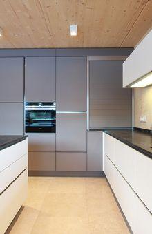 Farbkombinationen In Der Küche: Weiß Mit Basaltgrau