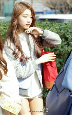Yein__LOVELYZ__Jung_Ye_In