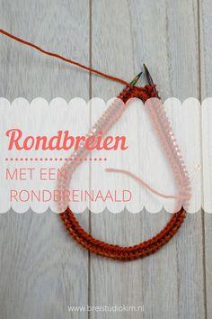 Stap voor stap succesvol rondbreien met een rondbreinaald. Van steken opzetten en met elkaar verbinden, tips voor in het rond breien tot onzichtbaar afkanten. Knitting Stiches, Hand Knitting, Woodworking Projects, Sewing Projects, Chalk Pens, Knit Crochet, Crochet Necklace, Diy Crafts, Creative
