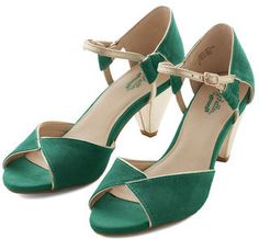 fa70a2be1997 Seychelles Curiosity Heel In Emerald Me Too Shoes