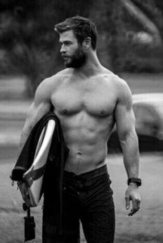 I need to learn to surf! Chris Hemsworth Shirtless, Liam Hemsworth, Pretty Men, Gorgeous Men, Beautiful, Greek Men, Hemsworth Brothers, I Want Him, Man Thing Marvel
