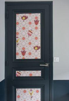 Donner du relief à une porte : Un lé de papier peint, c'est malin - Journal des Femmes