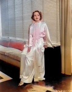 9a918b8860 LA DIETRICH en foto promocional de su hogar. Marlene Dietrich