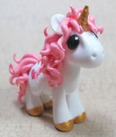 Newest Free of Charge Polymer clay crafts unicorn Thoughts Craft unicorn polymer clay 15 ideas for 2019 Sculpey Clay, Polymer Clay Projects, Polymer Clay Charms, Polymer Clay Creations, Clay Crafts, Decors Pate A Sucre, Baking Clay, Clay Dragon, Polymer Clay Animals