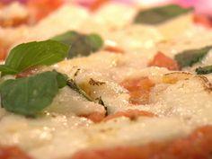 Pizza integral (Bem Simples - Comida Caseira - Carole Crema) Pizza Integral, Carole Crema, Potato Salad, Potatoes, Favorite Recipes, Foods, Chicken, Healthy, Ethnic Recipes