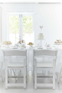 Love the look of these white folding chairs for #DinerenBlancCHI.