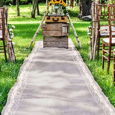 burlap aisle runner with lace borders