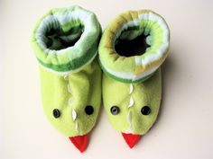 Fleece Dragon Slippers - free sewing photo tutorial by Made By Rae Sewing Kids Clothes, Sewing For Kids, Baby Sewing, Diy Clothes, Sewing Hacks, Sewing Tutorials, Sewing Crafts, Sewing Projects, Dress Tutorials