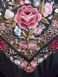 Resultado de imagen para manton de manila precios Embroidery Suits Design, Machine Embroidery Designs, Embroidery Patterns, Embroidered Towels, Embroidered Clothes, Embroidery Patches, Folk Embroidery, Brazilian Embroidery, Japanese Embroidery
