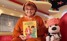 UN BÉBÉ ALLIGATOR : LOUISON DANIS Daily Five, French Kids, Album Jeunesse, French Resources, Read Aloud, Book Activities, Kids Learning, Audio Books, Childrens Books