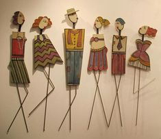I need to go to Greece to buy some of this art, it's amazing Wire Crafts, Clay Crafts, Arts And Crafts, Paper Dolls, Art Dolls, Cardboard Art, Cardboard Sculpture, Pintura Country, Art Et Illustration