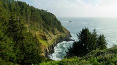 Oregon impresses visitors with its dynamic coastline and sheer cliffs.