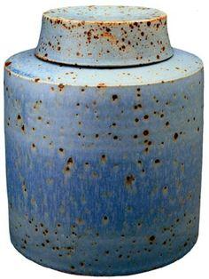 kind of blue - blueberrymodern: richard fairbanks ceramic pot Ceramic Boxes, Ceramic Jars, Ceramic Clay, Ceramic Pottery, Pottery Art, Modern Ceramics, Contemporary Ceramics, Kintsugi, Earthenware