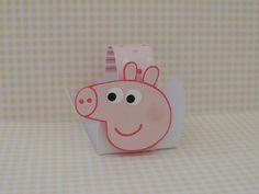 Cestinha Peppa Pig - confeccionados com papel de scrapbook e aplique de Peppa Pig, vc pode escolher o papai pig, mamãe pig e george ou variar.  Quantidade minima: 50 unidades R$ 1,70