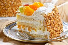 Cake with whipped cream and peach... Yummy! :)