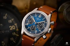 The Longines Avigation BigEye L2.816.1.93.2 is a pilot watch fan's dream. Everything about the special watch with the historical design! Watch Fan, Watch Blog, Watches Photography, G Shock, Retro Design, Pilot, Brown Leather, Pilots, Tan Leather