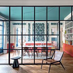via design in white beautiful spaces pinterest fenster sprossenfenster und eingangst r. Black Bedroom Furniture Sets. Home Design Ideas