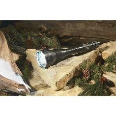 The Klutch Big Horn Flex Power Rechargeable 5 Watt LED Flashlight features lightweight, yet extremely durable aircraft-grade aluminum construction with stainless steel protective ring.