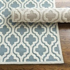 We love geometrics everywhere from fabrics to rugs to give our rooms a sophisticated global flair.