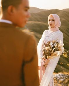 Hijab Wedding Photography - Hijab Wedding Style Pre Wedding Shoot Ideas, Pre Wedding Poses, Pre Wedding Photoshoot, Wedding Couples, Wedding Photography Styles, Couple Photography Poses, Wedding Styles, Muslim Wedding Photos, Muslim Wedding Dresses