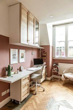 8 πανέμορφα ροζ γραφεία στο σπίτι, που θα σε βάλουν να βάψεις το δωμάτιο! #βαψιμο2021 #βαψιμοδωματιου #βαψιμοιδεες #γραφειοδωματιο #γραφειοσπιτιου #γραφειοστοσπιτι #δουλειααποτοσπιτι #ιδεεςδιακοσμησης #ροζ #χρωματοιχου #χρωματατοιχων ΑΝΑΚΑΙΝΙΣΗ Home Office Design, Home Office Decor, Home Decor, Office Ideas, Office Inspo, Light Oak Furniture, Modern Furniture, Pink Home Offices, Pink Office