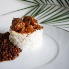 Rien ne vaut la cuisine de maman  #rougailsaucisse #rougail #creole #riz #lentilles #food #yummy #miam #mamerelameilleure #bestcookintheworld #974 #lareunion #piment #repas #diner #palmier #palm by eden_ldr