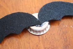Bellart Atelier: Como fazer morcegos com tampinha de garrafa e feltro.