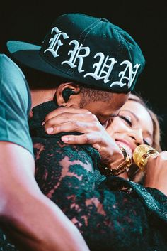 I honestly find this so adorable beyond words this image Beyonce & Jayz 'On The Run Tour' Atlanta July 15th, 2014