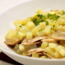 Aardappelen a la campagne. Snijd de geschilde aardappelen in blokjes van 0,5 cm. Doe de aardappelblokjesen de kippenbouillon in de wok.Breng aan de kook en laat 10 minuten doorkoken op een zacht vuur. Voeg room, versnipperde look, peper en zout toe. Laat 2 minuten doorkoken enhaal de pan van het vuur. Beboter een ovenschaal met een eetlepel boter en …