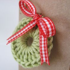 handmade gift enclosure card kraft with wreath and red gingham ribbon bow