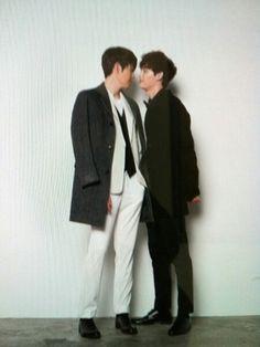 "It Looks Like Kim Woo Bin and Lee Jong Suk Are Almost Kissing, ""What's going on? Lee Jong Suk Kim Woo Bin, Lee Jong Suk Hot, Jung Suk, Lee Jung, Asian Actors, Korean Actors, Kim Wo Bin, Weird Songs, School 2013"