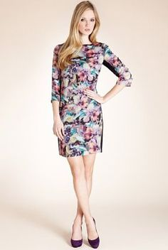 Do you have a garden party to attend? This Autograph 3/4 sleeve hibiscus print dress is stylish for this occasion.