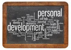 nube de palabras o etiquetas relacionadas con el desarrollo personal en una pizarra pizarra de la vendimia aislado en blanco. Foto de archivo - 24023376